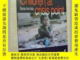 二手書博民逛書店Children罕見at crisis pointY11893
