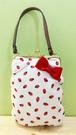 【震撼精品百貨】Hello Kitty 凱蒂貓~Hello Kitty日本SANRIO三麗鷗KITTY化妝包/筆袋-草莓附提袋*24699