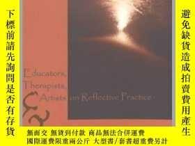 二手書博民逛書店Educators,罕見Therapists, and Artists on Reflective Practic