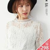 上衣 花朵蕾絲縮袖鏤空透視感上衣-BAi白媽媽【161017】