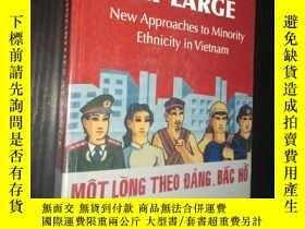 二手書博民逛書店Minorities罕見at Large: New Approaches to Minority Ethnicit