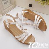 媽媽涼鞋 坡跟涼鞋女新款百搭中跟一字扣厚底平底防滑舒適媽媽涼鞋夏季