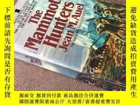 二手書博民逛書店The罕見Mammoth Hunters   猛獁獵人 (英語)
