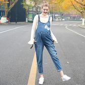 店慶優惠-孕婦吊帶褲 孕婦裝印花牛仔背帶褲寬鬆顯瘦牛仔褲托腹孕婦褲J3644