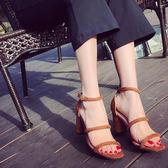 低跟鞋 韓版夏季高跟露趾羅馬鞋一字扣帶粗跟性感絨面女士涼鞋潮 傾城小鋪