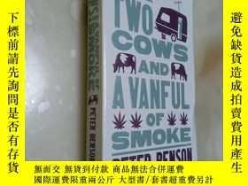 二手書博民逛書店TWO罕見COWS AND A VANFUL OF SMOKE【前幾頁撕掉了】Y12880 PETER BE