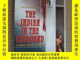 二手書博民逛書店The罕見Indian in the Cupboard 英文原版
