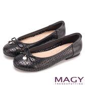 MAGY 甜美新風貌 穿孔牛皮平底娃娃鞋-黑色