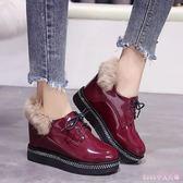 2019新款韓版加絨內增高毛毛小皮鞋女英倫風漆皮鬆糕厚底坡跟單鞋 XN7661【Rose中大尺碼】