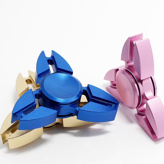 三葉螃蟹款指尖陀螺 鋁合金 螃蟹 三角 手指玩具 抗煩躁 解焦慮【P025-5】MY COLOR