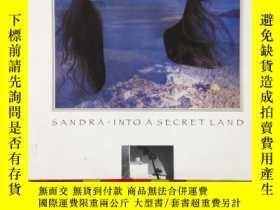 二手書博民逛書店sandra.into罕見a secret landY22453