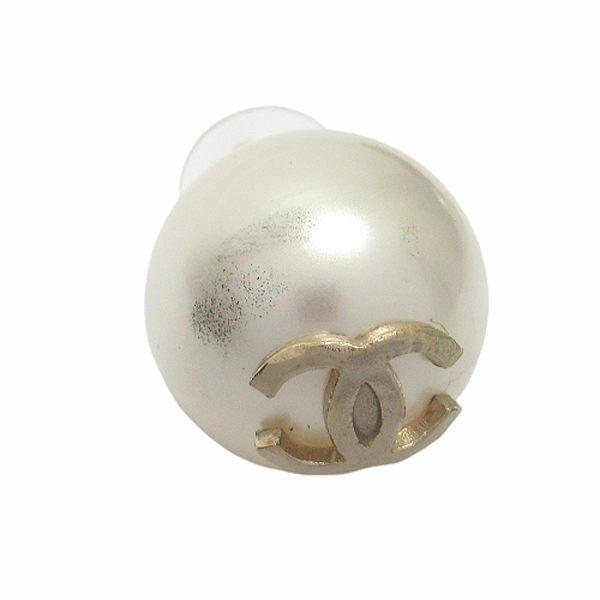 CHANEL 香奈兒 白色大珍珠鑲金色LOGO針式耳環 【二手名牌BRAND OFF】