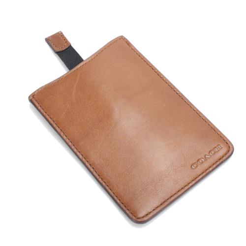 [破盤出清價]COACH壓紋logo牛皮手機套(駝色)192405-1