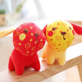 【BlueCat】紅黃碎花布刺繡福旺小狗造型玩偶 娃娃 吊飾 (12cm)