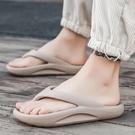拖鞋男夏季潮流夾腳外穿新款人字拖男生防滑防臭耐磨厚底沙灘涼鞋 依凡卡時尚
