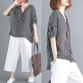 夏胖MM半袖上衣寬鬆文藝大尺碼女裝清涼顯瘦豎條紋V領短袖襯衫