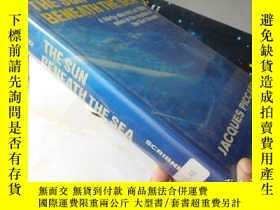 二手書博民逛書店The罕見Sun Beneath The Sea【16開精裝 英