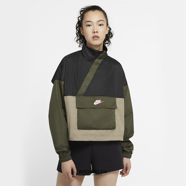 NIKE 外套 NSW 女 軍綠黑 短版 防風 半拉鍊 衝鋒衣 女(布魯克林) CU5971-010