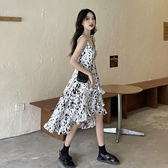 法式小眾碎花吊帶連衣裙女夏季2021新款氣質設計感不規則長款裙子