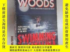 二手書博民逛書店外文書罕見STUART WOODS SWIMMING TO CATALINA(共403頁,32開)Y15969