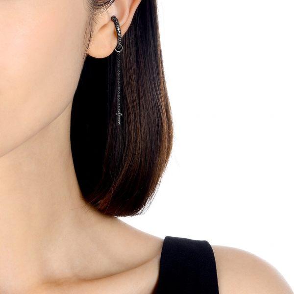 點睛品 Ear Play 18K黑鑽石十字架垂吊耳飾