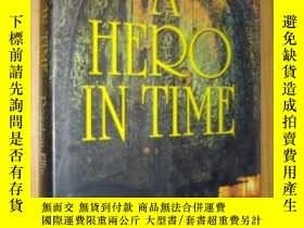 二手書博民逛書店英文原版罕見A Hero In Time by Royston