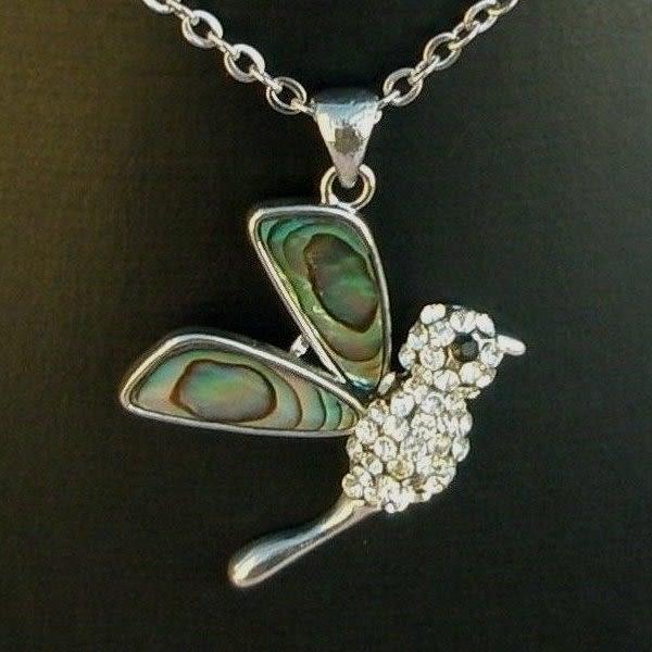 【歡喜心珠寶】【天然彩貝殼鑲嵌鵲鳥造型墜子】加鑲銅+銀K金晶鑽墜台,有機寶石「附保証書」