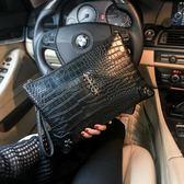 新款鱷魚紋圖案手拿包 鉚釘手抓包 韓版休閒男女包信封包潮包