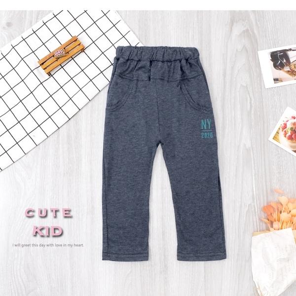 純棉 休閒麻花藍正面虛線假口袋造型英文字母後口袋運動褲 男童長褲 薄 兒童長褲 冬童裝