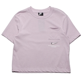 NIKE 短T SPORTSWEAR 淺紫 短版 小口袋 小LOGO 女 (布魯克林) CZ8912-576