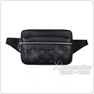 LV M30245 OUTDOOR花紋LOGO Monogram帆布拉鍊胸腰包(黑)