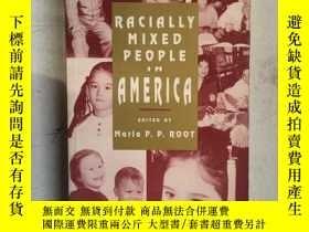 二手書博民逛書店RACIALLY罕見MIXED PEOPLE IN AMERIC