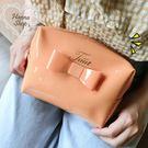 《花花創意会社》外流。JAUT橘色果凍蝴蝶結化粧手拿包【H5240】