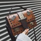 手提包 新款小ck女包 潮韓版百搭單肩斜背包 手提時尚復古鉚釘個性小方包 店慶降價