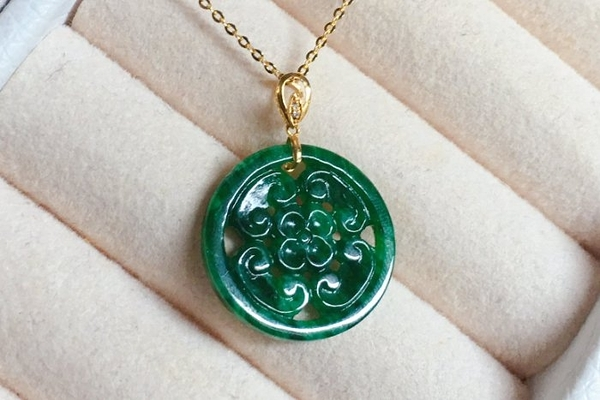 18K純金鑽石鑲嵌天然A貨翡翠辣綠飄花富貴牌 墜子 特惠價