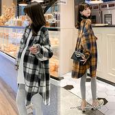 孕婦裝 MIMI別走【P51980】悠遊蘇格蘭 長款優質磨毛格紋襯衫 外套 寬版上衣