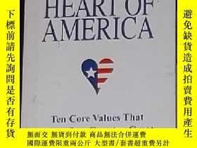 二手書博民逛書店英文原版罕見The Heart of America by Bi