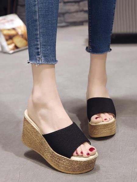 拖鞋女夏季坡跟厚底防水臺高跟一字拖時尚外穿鬆糕底百搭女士涼鞋 夏季狂歡