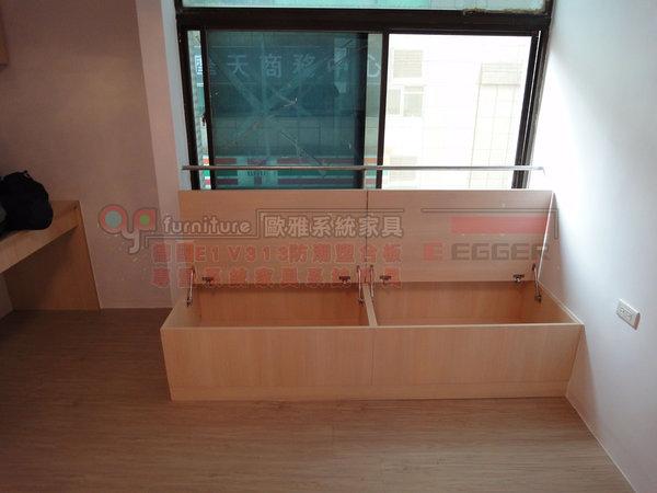 【歐雅系統家具】臥室 系統衣櫃 廁所隱藏通道門 衣櫃掛電視設計