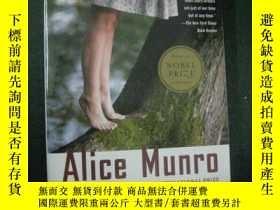 二手書博民逛書店英文原版罕見DEAR LIFE   Alice Munro 愛麗