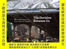 二手書博民逛書店The罕見Decision Between UsY364682 John Paul Ricco Univers