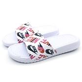 《7+1童鞋》NIKE WMNS BENASSI JDI PRINT 情侶拖 塗鴉滿版LOGO 輕量拖鞋 G885 白色