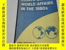 二手書博民逛書店Essays罕見on World Affairs in the