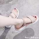 羅馬涼鞋 兩穿涼鞋女2021年夏季新款運動中跟厚底楔形鬆糕厚底羅馬孕婦平底女鞋 618購物節