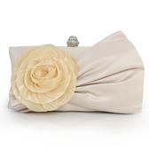 柔軟絲綢雪紡花朵手拿包 宴會包 晚裝包 新娘包 質感硬殼定型包包 KV4191 【歐爸生活館】