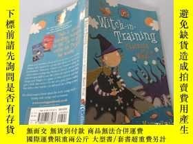 二手書博民逛書店Witch-in-Training:罕見Charming or What? 女巫在訓練:迷人還是什麽Y2003