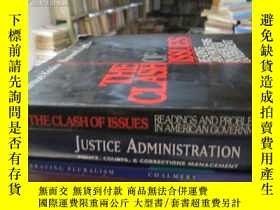 二手書博民逛書店THE罕見CLASH OF ISSUES READINGS AN