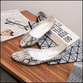 毆美個性亮面蛇紋尖頭舒適娃娃鞋女鞋平底鞋包鞋白色(31-43大小尺碼)現貨