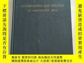 二手書博民逛書店GOVERNMENTS罕見AND POLITICS OF SOU