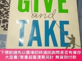 二手書博民逛書店Give罕見and Take: Why Helping Others Drives Our Success【內頁幹